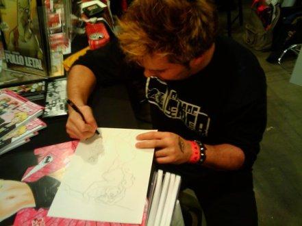 Firmando ejemplares en 2009.